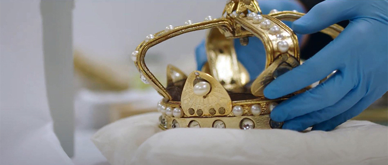 Detail of crown worn by Joan Sutherland as Marguerite de Valois