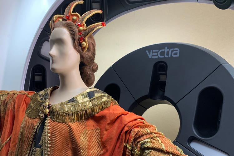 3D scanning Dame Joan Sutherland's costumes